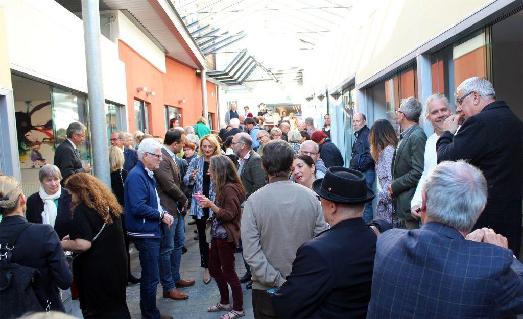 Zedergalerie bei der Eröffnung am 23. Mai 19